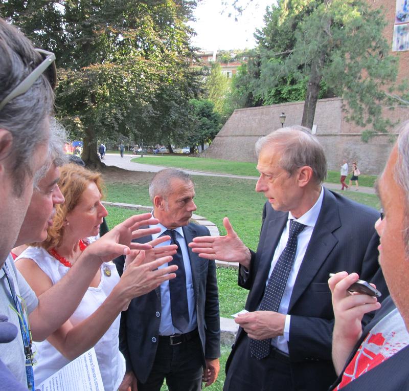 Mastio della Cittadella di Torino, 26.6.2015. Il Sindaco Fassino bloccato dal Comitato Pietro Micca